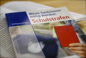 Wolfgang Kindler, Gymnasiallehrer, Buch Schulstrafe